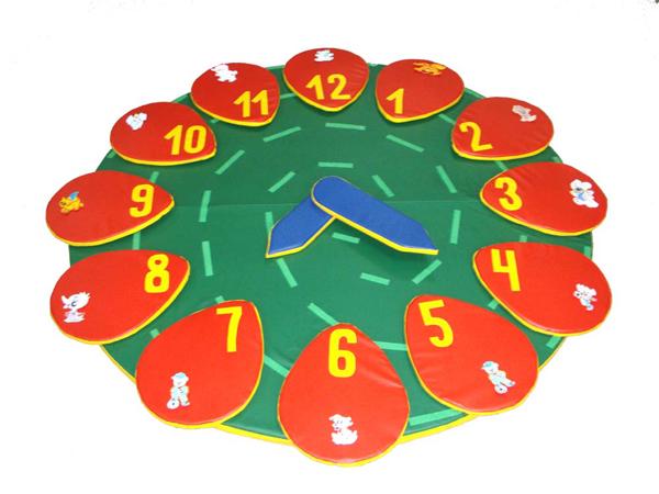 Мягкие игровые модули - Часы напольные - ТОВАР ПОД ЗАКАЗ! СВЯЖИТЕСЬ С НАШИМ МЕНЕДЖЕРОМ - (4212)242-042 8-914-159-20-42 Мягкий игровой модуль - Часы напольные   Характеристики: D200 см, 12 секторов, 12 аппликаций, 24 палочки, 2 стрелки