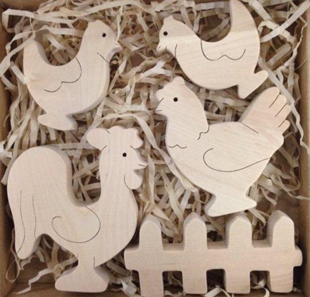 Набор Птичник 1. TreeTone. - размер коробки 20*20 см. петух, курица, 2 цыпленка, забор