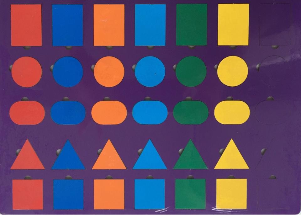 Радуга (геометрические фигуры) - автор игры Карцева Н.И.  Планшет размером А4 по 7 прямоугольников, кругов, овалов, треугольников, квадратов.