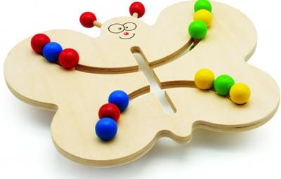 Лабиринт-Бабочка - Захватывающая и обучающая игра - лабиринт - отличная игрушка для развития мелкой моторики. Кроме того, игра в Лабиринт развивает пространственное мышление. Замечательный и увлекательный лабиринт - заведи шарики одного цвета в нужное крылышко Бабочки.