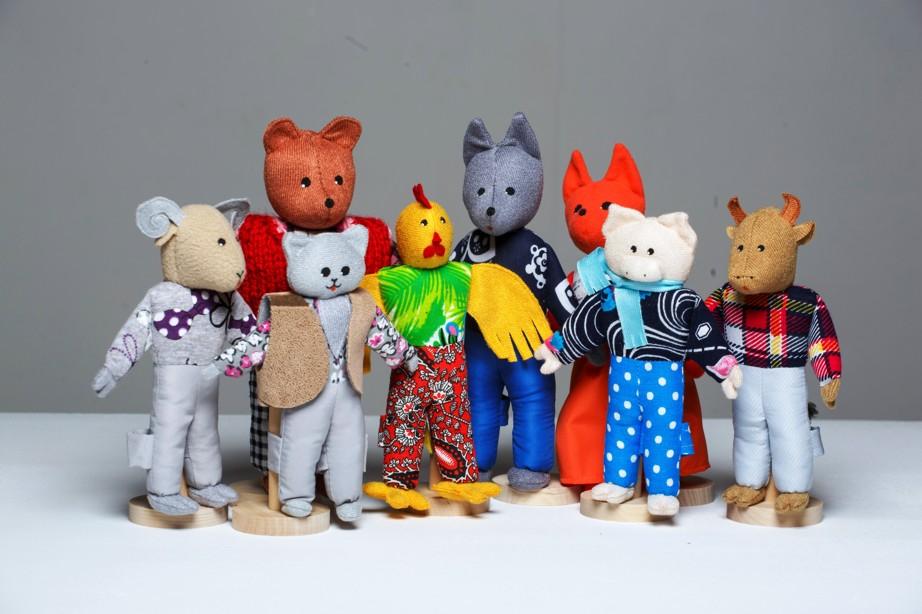Шагающий театр. Зимовье - В шагающем театре играют куклы высотой от 15 до 19 см, которые на ножках имеют карманы для пальчиков рук ребенка или взрослого. Вставив пальцы рук в эти приспособления, можно научить кукол шагать, одновременно развивая моторику рук.