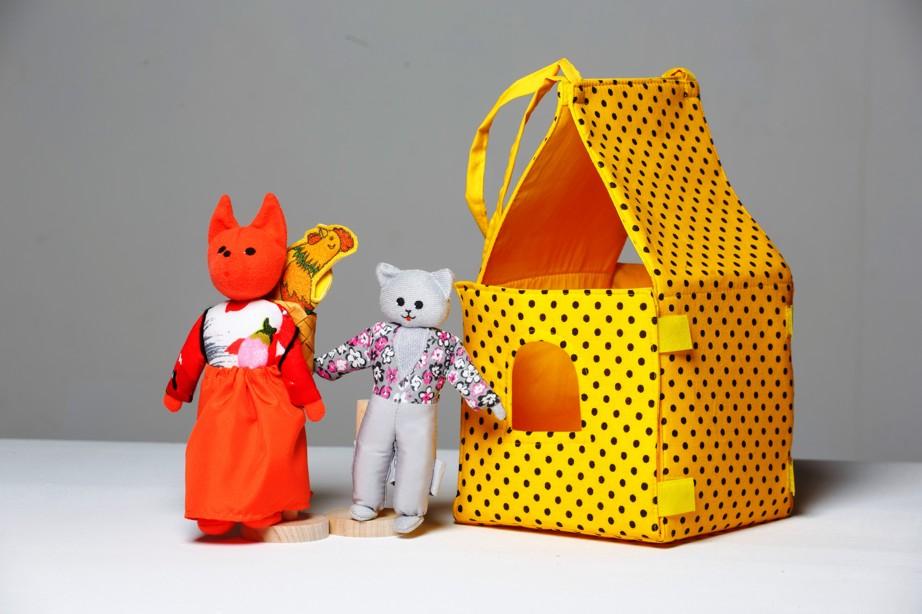 Шагающий театр. Кот, Петух и Лиса (без домика) - В шагающем театре играют куклы высотой от 15 до 19 см, которые на ножках имеют карманы для пальчиков рук ребенка или взрослого. Вставив пальцы рук в эти приспособления, можно научить кукол шагать, одновременно развивая моторику рук.