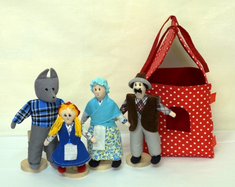 Шагающий театр. Красная шапочка - В шагающем театре играют куклы высотой от 15 до 19 см, которые на ножках имеют карманы для пальчиков рук ребенка или взрослого. Вставив пальцы рук в эти приспособления, можно научить кукол шагать, одновременно развивая моторику рук.