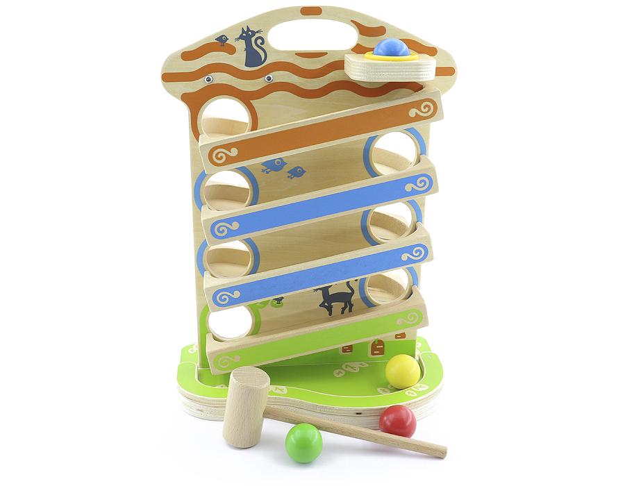 Горка «Домик» большая - Возраст: от 6 мес. до 3 лет. Чудо-домик: запускаешь шарики, и они сами катятся вниз по этажам. Малыши, едва научившись сидеть, уже сами запускают шарики и пытаются поймать их на пути. Размеры: 33*26*11.