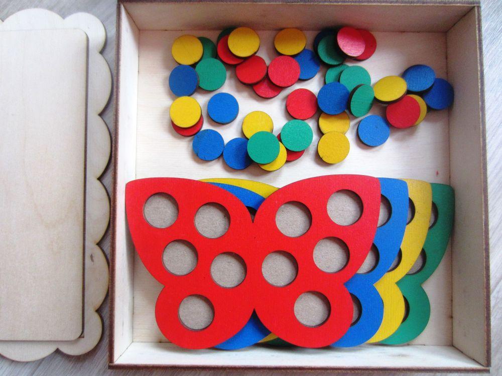 Мозаика Бабочки - Размер коробки 21 см*21 см Размер бабочки 14 см*9 см  Диаметр кружков 2 см