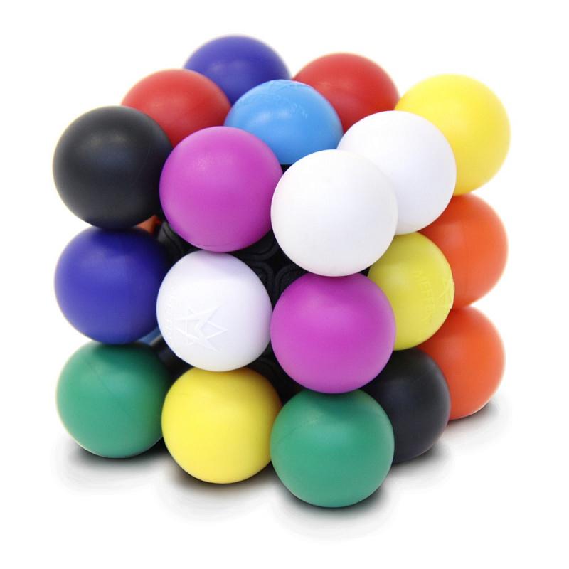 Головоломка MEFFERT'S М6637 Молекуб - Цель — вращая и поворачивая стороны подобно кубику Рубика, расположить цветные шарики так, чтобы цвета на каждой стороне не повторялись.