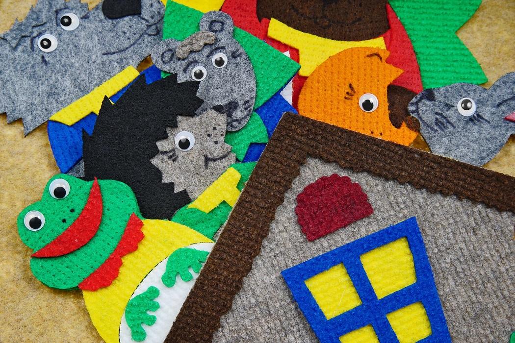 Теремок с игровым полем мини - Теремок, лягушка, мышка, заяц, лиса, волк, медведь, ежик, солнце, елочка,  игровое поле 20*30см.