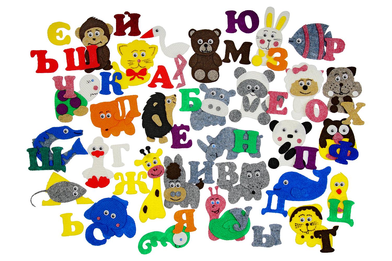 Азбука с картинками с игровым полем - Полный комплект букв русского алфавита в количестве 33 шт.; животные: бегемот, волк, енот, ёж, жираф, ишак, котик, лиса, медведь, носорог, овечка, панда, слон, тигр, хомяк, черепаха, шимпанзе, сыр с мышкой; птицы: аист, гусь, филин, цыпленок; насекомые