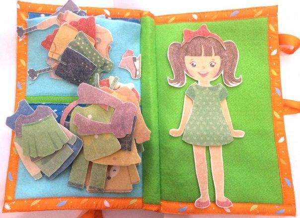Развивающая книга одежда для девочки - Материал: фетр Девочка,шарф-2шт., платье-2шт., штаны-2щт., кофта, шапка, юбка, футболка, ботинки, перчатки, наушники от 1*1см до 12*20см. Книга 20*30см.