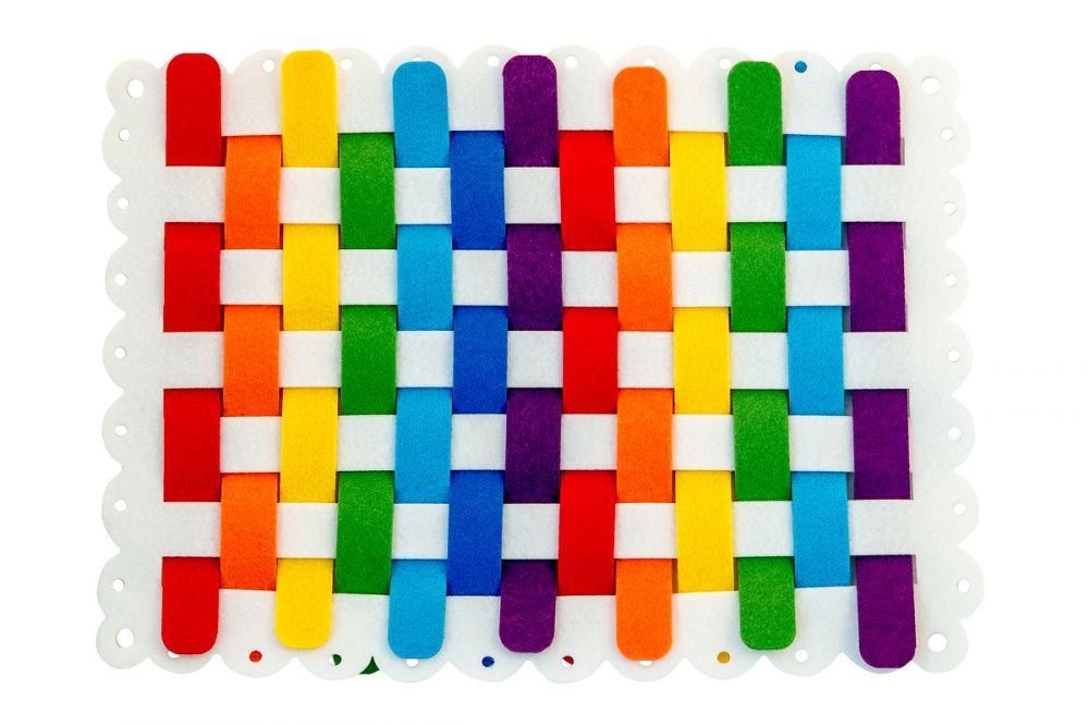 Коврик-плетенка - Игра для ознакомления детей с техникой плетения и развития мелкой моторики.