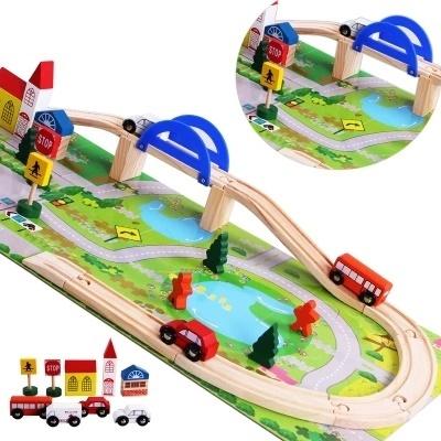 Деревянная дорога с мостом - В наборе: 4 машинки, 3 человечка, 3 дома с крышами, Дорожные знаки, 5 деревьев, Мост с опорами, Деревянные детали железной дороги 10шт.