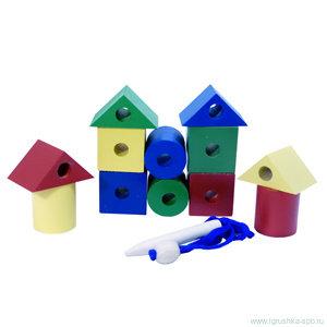 Бусы геометрические цветные (конструктор 12 дет) - Комплектность изделия: кубики цветные - 4 шт, цилиндрики цветные - 4 шт, треугольная призма цветная - 4 шт, шнурок с фиксатором и деревянным наконечником - 1 шт