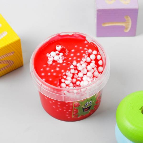 Слайм Плюх 7218REBA 90g контейнер, красный с шариками - Слайм – это эластичная масса, которую можно тянуть и мять сколько угодно. Он легко соединяется обратно в единую массу, если  порвётся.