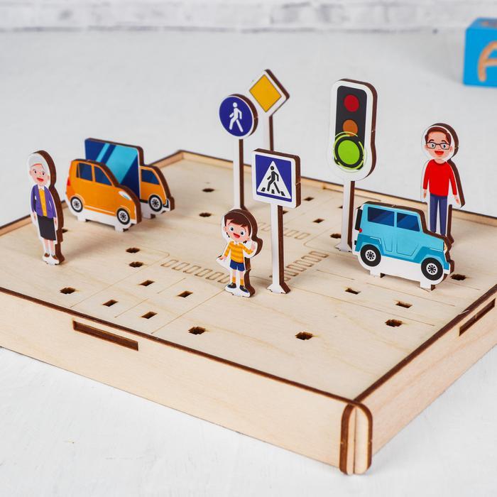 Дорожные знаки. Головоломка. Изучаем ПДД - Состав: 10 деревянных знаков+3 машины+3 пешехода+обучающее поле+инструкция с заданиями Высота знаков: 5,5 см Упаковка: деревянная коробка с 20х17х2,5 см