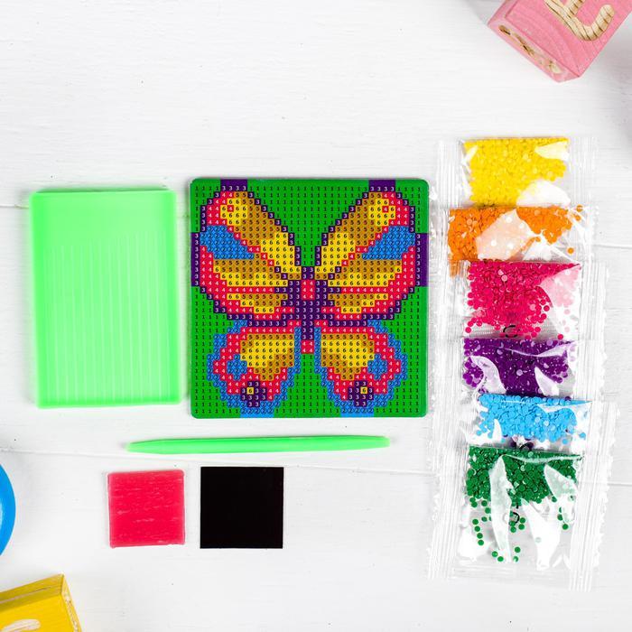 Алмазная мозаика магнит для детей «Бабочка», 10 х 10 см - Создание мозаики поможет ребенку развить мелкую моторику, зрительное восприятие, усидчивость, аккуратность, внимательность и художественный вкус.
