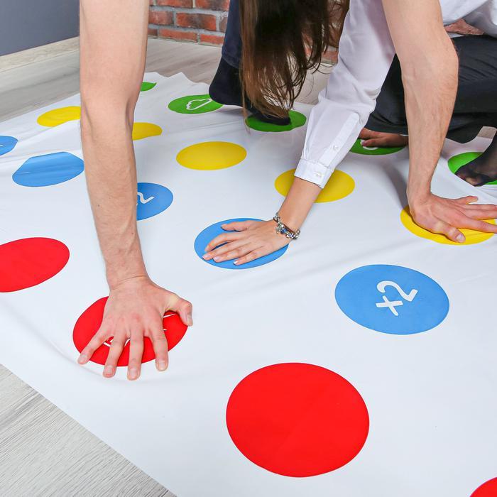 Подвижная игра «Твист-р Семейный» - В набор входят: игровое поле из клеёнки размером 1,8 х 1,2 м; рулетка.