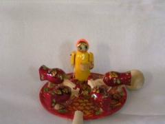 Богородская игрушка . Девочка кормит курочек
