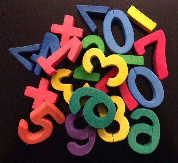 Цифры цветные TreeTone. - в комплекте ( цифры- 21 шт., знаки-8 шт.)высота одной цифры 6 см.