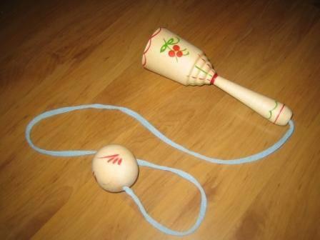 Поймай мяч 4 (расписной) (RNT) Д-139 - Размеры: 12х4 см  Игра на развитие координации движений