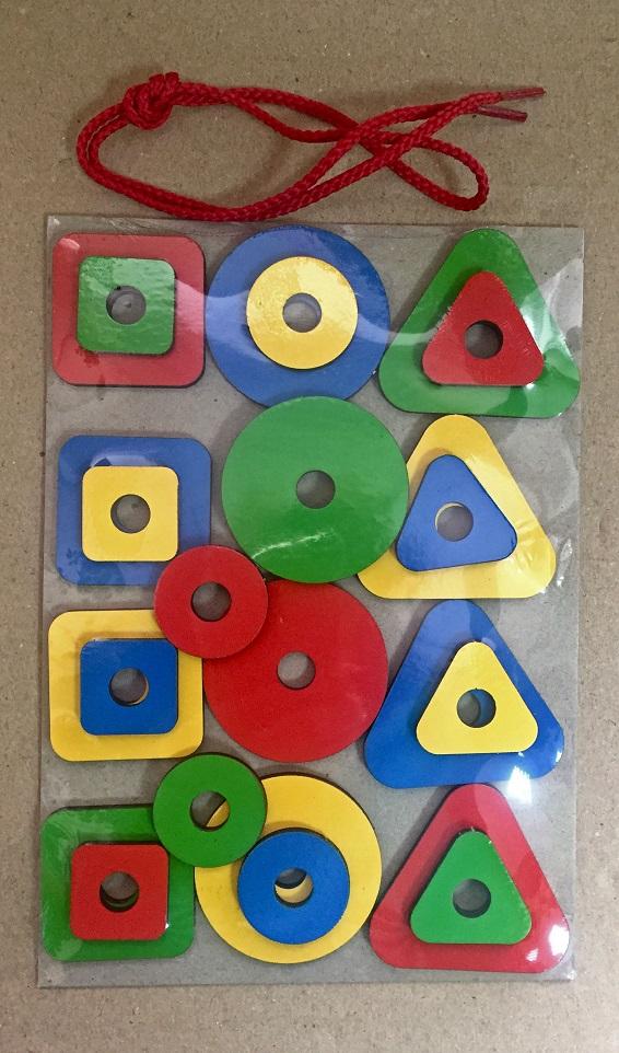 Набор геометрических фигур (игры на математическом планшете) - Данный игровой материал поможет детям познакомиться с несколькими понятиями: цвет, форма, размер.